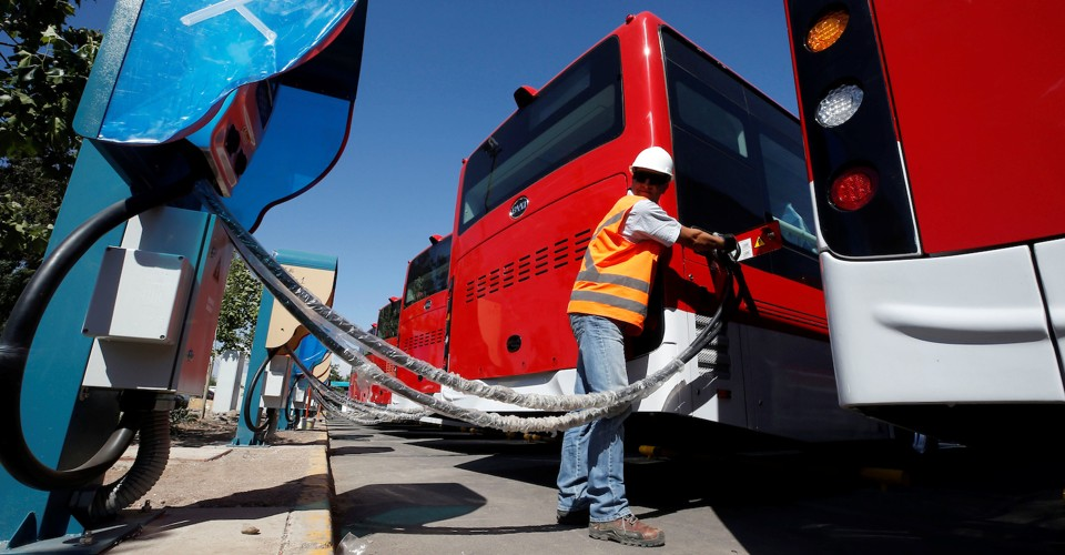 A man plugs an electric bus, manufactured by China's BYD, as part of the new fleet of electric buses for public transport in Santiago, Chile  November 28, 2018. Picture taken November 28, 2018. REUTERS/Rodrigo Garrido - RC1EAA28E5C0
